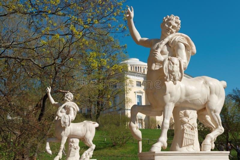 Ponte do centauro em Pavlovsk, St Petersburg, Rússia fotografia de stock royalty free