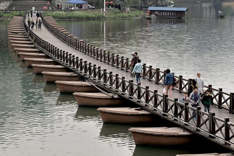 Ponte do China-pontão de Wutong imagens de stock