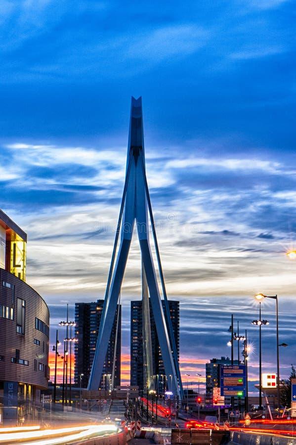 Ponte do Erasmus na noite imagem de stock