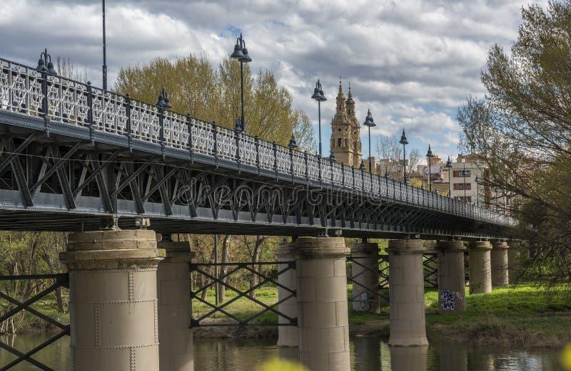 Ponte do ferro em Logroño, La Rioja spain imagens de stock