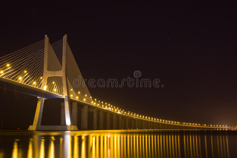 Ponte do Gama de Vasco a Dinamarca na noite fotografia de stock