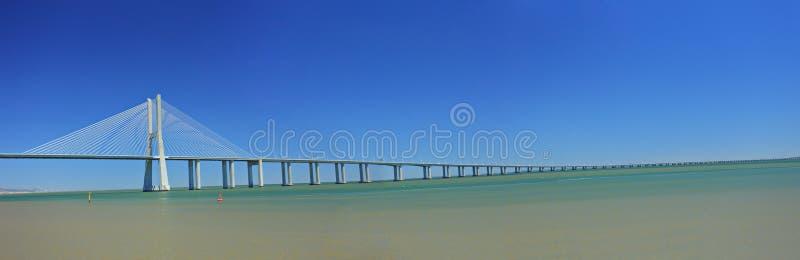 Ponte do Gama de Vasco a Dinamarca sobre o rio de Tagus imagem de stock royalty free