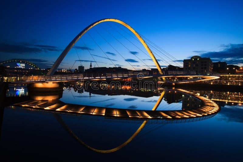 Ponte do milênio de Gateshead da ponte do cais de Newcastle imagens de stock royalty free