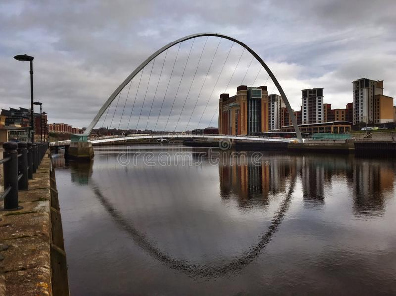 Ponte do milênio em Newcastle em cima de Tyne imagens de stock royalty free
