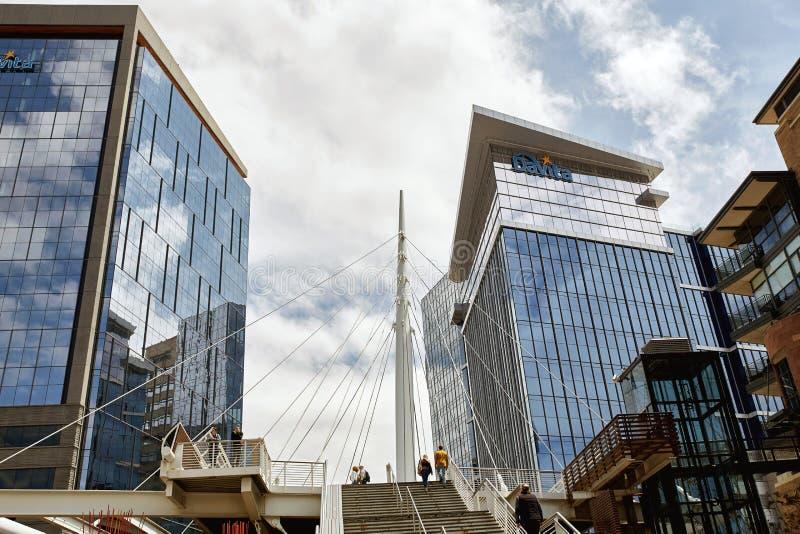 A ponte do mil?nio em terras comuns estaciona em Denver, Colorado fotografia de stock royalty free