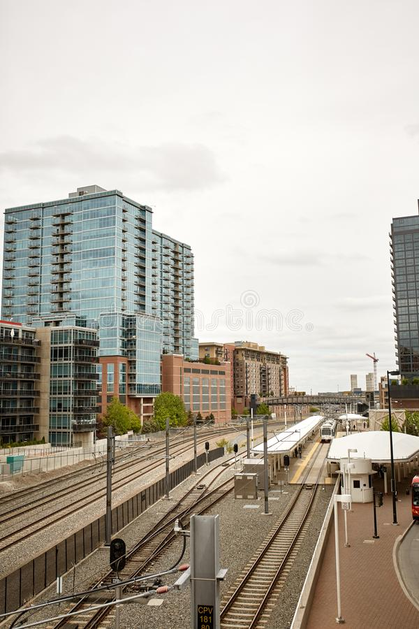 A ponte do mil?nio em terras comuns estaciona em Denver, Colorado imagens de stock royalty free