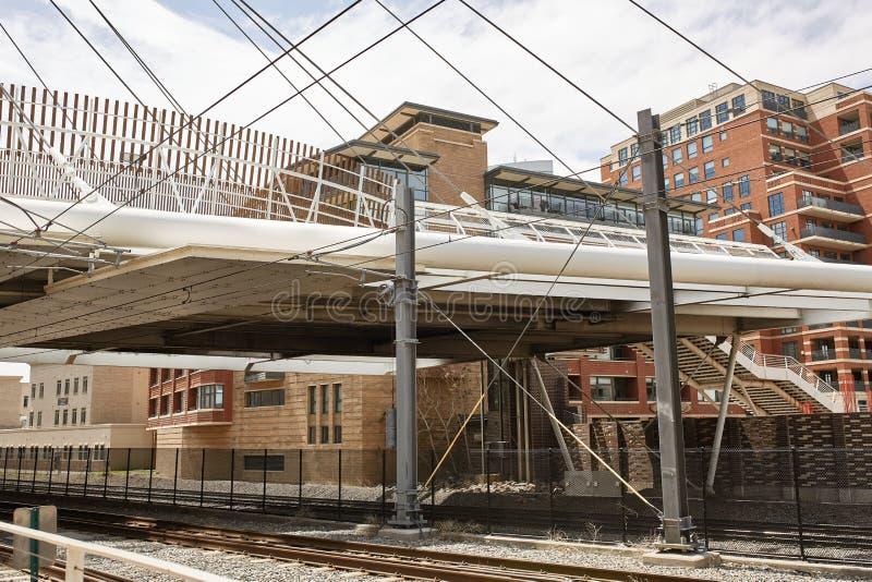 A ponte do mil?nio em terras comuns estaciona em Denver, Colorado fotos de stock royalty free