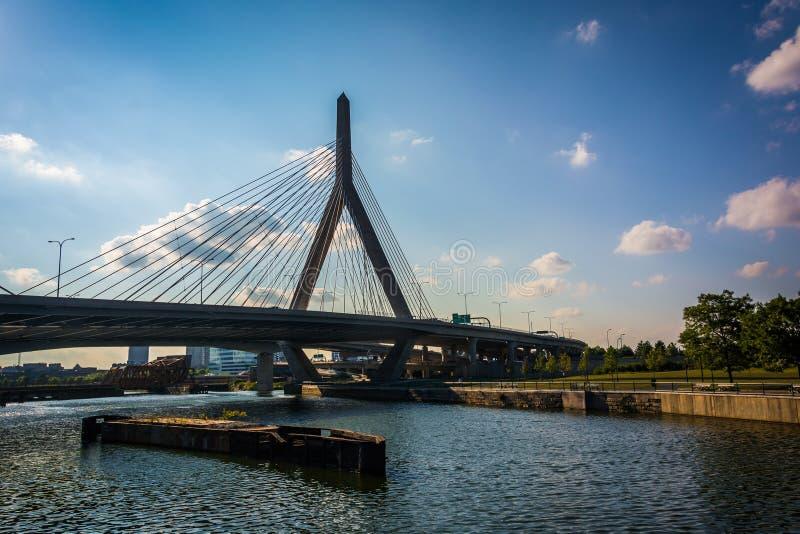 A ponte do monte de depósito de Leonard P Ponte memorável do monte de depósito de Zakim em Boston, massa foto de stock royalty free