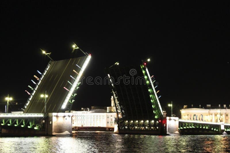 Download A Ponte Do Palácio Em St. - Petersburgo Imagem de Stock - Imagem de destinos, cityscape: 16858801