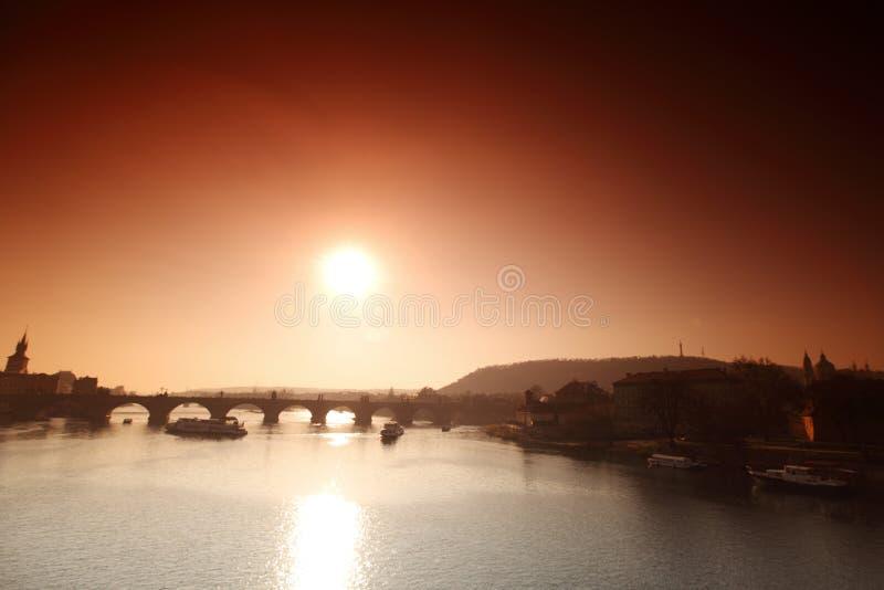 Ponte do panorama Karlov ou do Charles em Praga fotos de stock royalty free