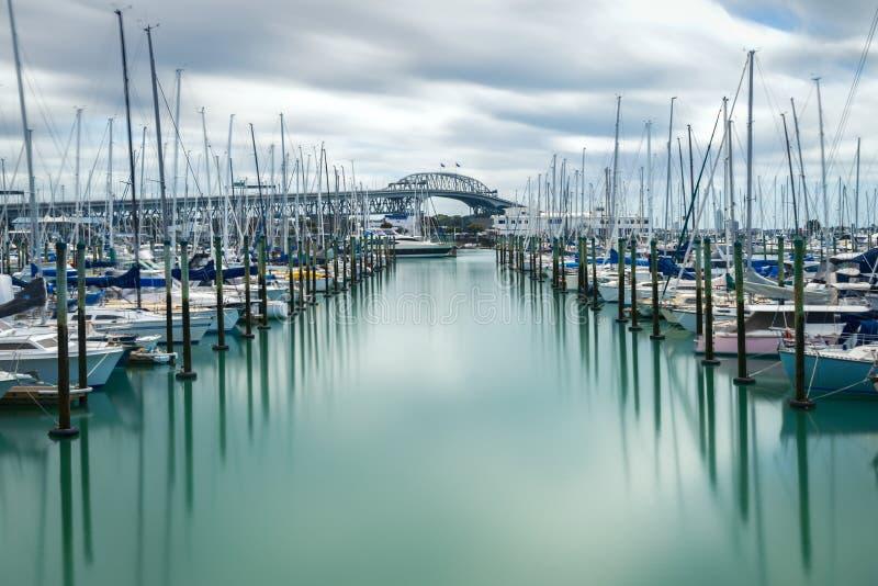 Ponte do porto de Auckland em Auckland, Nova Zelândia fotografia de stock