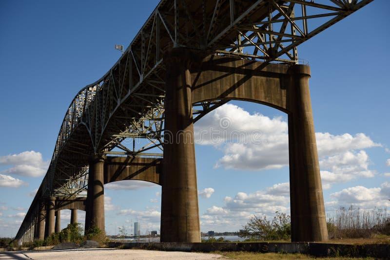 Ponte do rio de Calcasieu, ou ponte memor?vel da segunda guerra mundial de Louisiana foto de stock