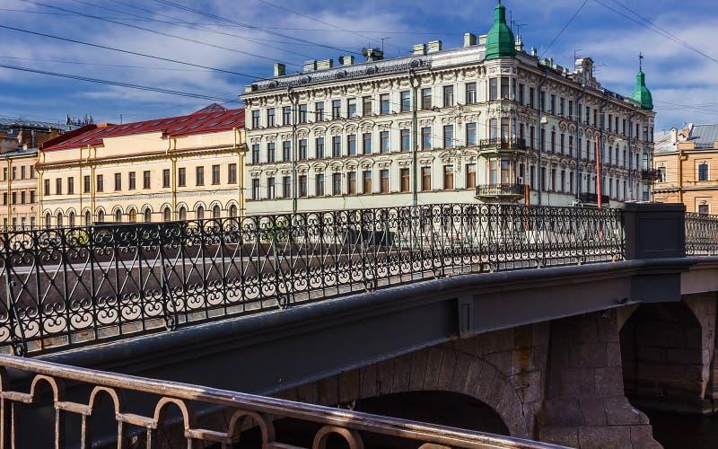 Ponte do rio de Fontanka em St Petersburg fotos de stock royalty free