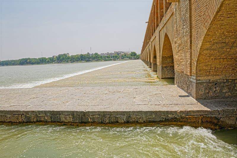 Ponte do rio de Isfahan Zayandeh fotografia de stock royalty free