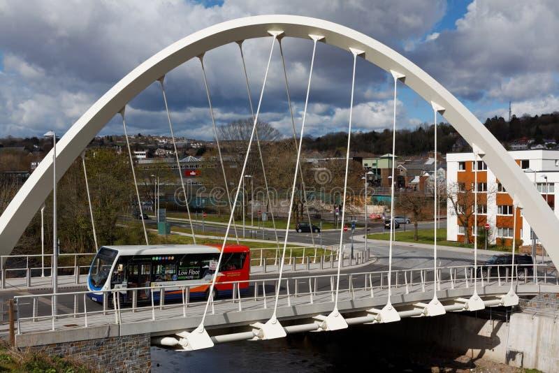 Ponte do ` s de Taff Central Link Bridge St Tydfil do rio, Merthyr Tydfil, Gales do Sul, Reino Unido foto de stock royalty free