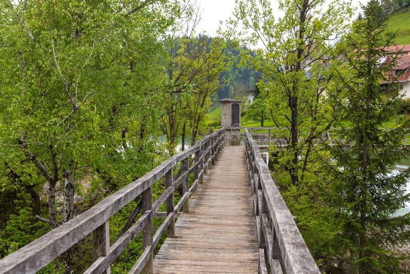 A ponte do ` s do diabo, passadiço de madeira em Skofja Loka imagem de stock