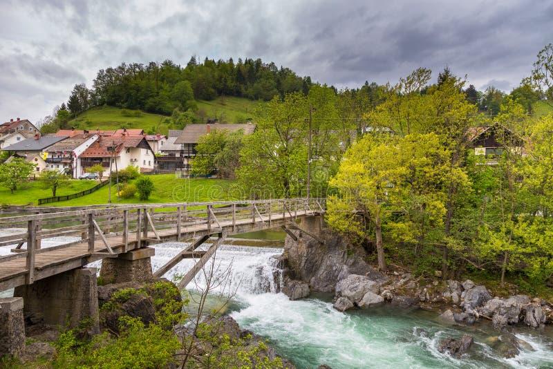 A ponte do ` s do diabo, passadiço de madeira em Skofja Loka imagens de stock royalty free