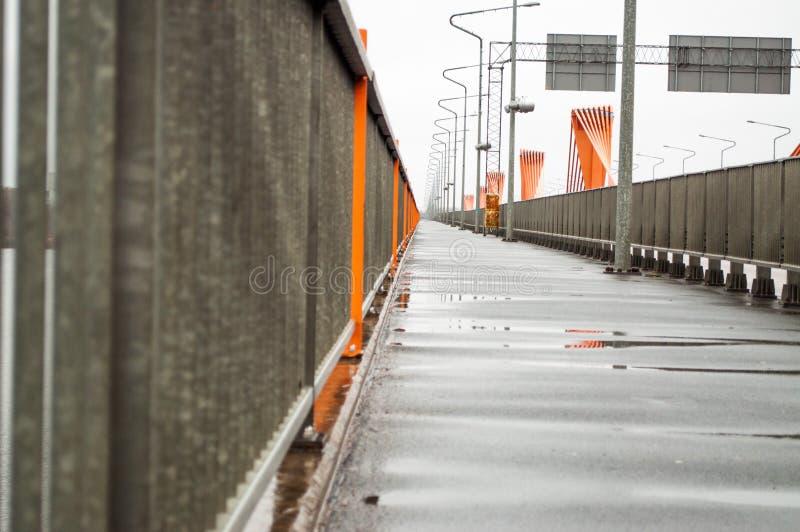 Ponte do sul em Riga imagens de stock