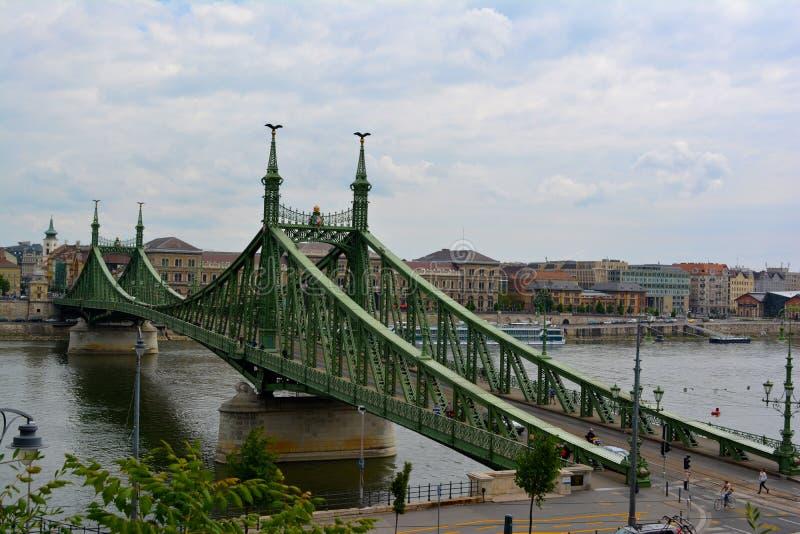 Ponte do verde de Budapest imagens de stock royalty free
