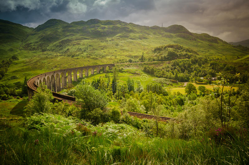 Ponte do viaduto do trem em Glenfinnan em Escócia imagens de stock