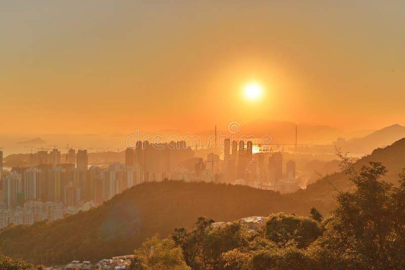 a ponte dos Stonecutters com por do sol bonito HK fotografia de stock