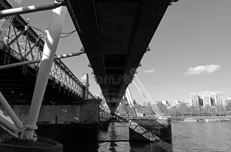 Ponte dourada do jubileu fotografia de stock