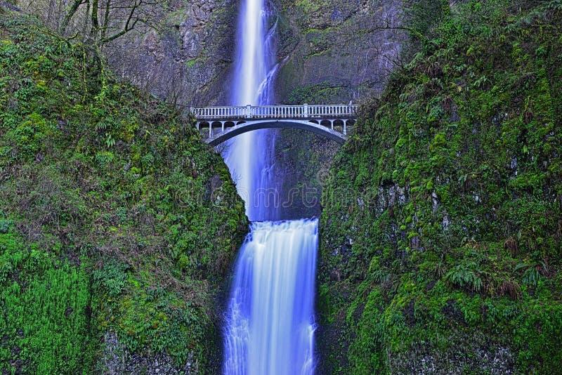Ponte durante le cadute di Multnomah nella gola Oregon HDR del fiume Columbia fotografia stock libera da diritti