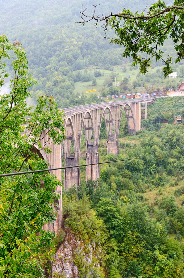 A ponte Dzhurdzhevicha, Tara River Canyon, Montenegro fotos de stock royalty free