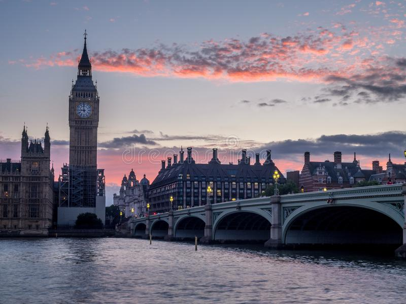 Ponte e Big Ben de Westminster imagens de stock royalty free