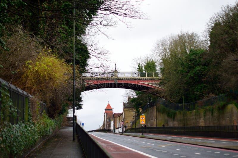 Ponte e estrada da arcada fotos de stock