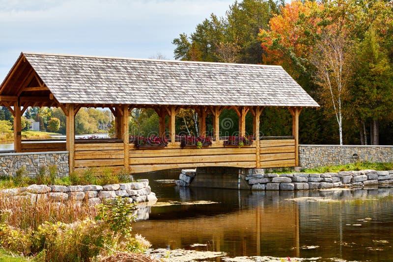 Ponte e faro nordici del Michigan fotografia stock