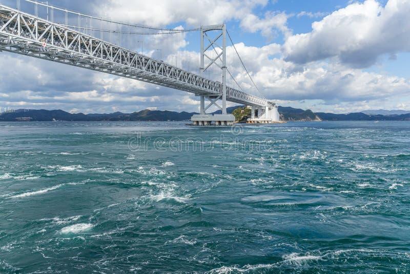 Ponte e mulinello di Onaruto nel Giappone fotografia stock libera da diritti