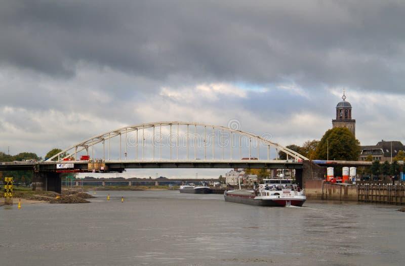 Ponte e navio do arco fotografia de stock