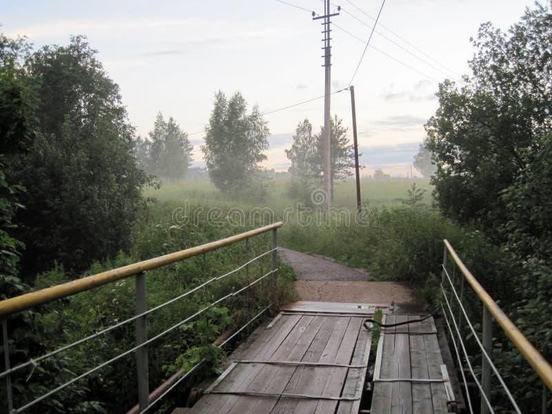 Ponte e nebbia fotografia stock