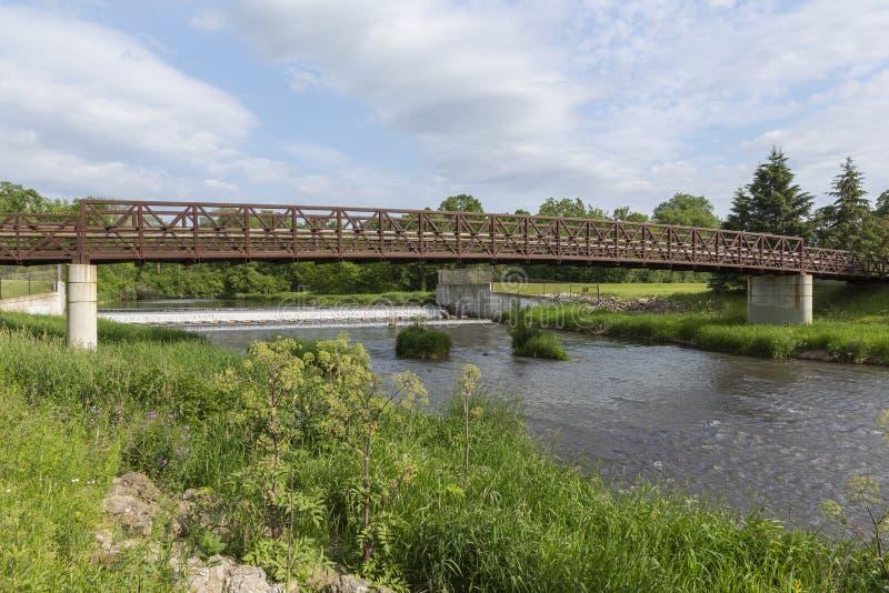 Ponte e represa da angra do urso imagem de stock