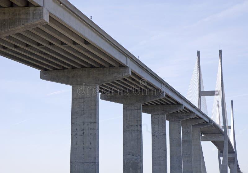 Ponte elevada pela estrada velha fotos de stock royalty free