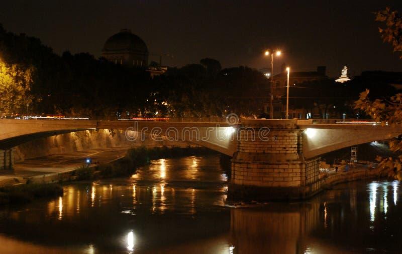 Ponte elio di notte e castello sant angelo roma italia for Europeo arredamenti mosciano sant angelo