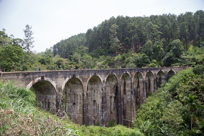 Ponte famosa de nove arcos em Demodara, Sri Lanka imagens de stock