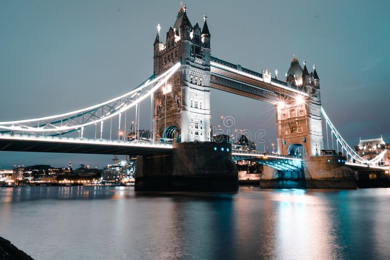 A ponte famosa icónica e mundial da torre - Londres fotografia de stock
