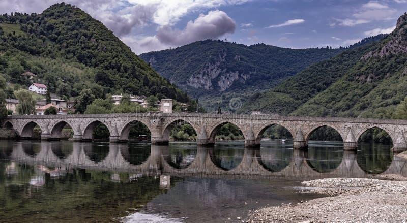 Ponte famoso a Visegrad immagini stock libere da diritti