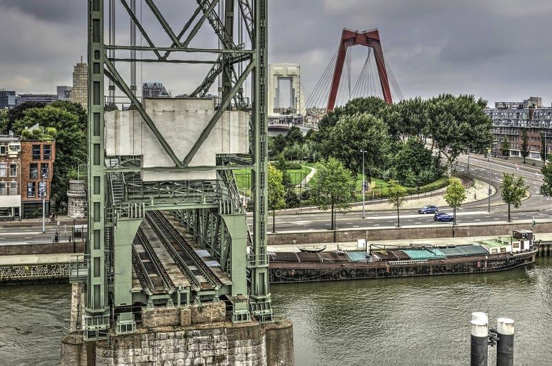 Ponte ferroviario e Willems Bridge fotografia stock