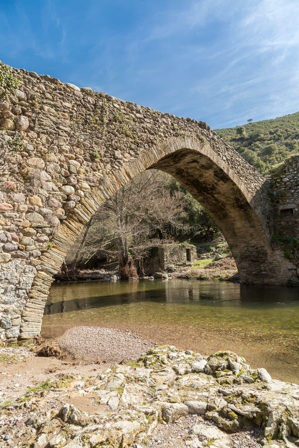 Ponte Genoese em Piana em Córsega fotografia de stock