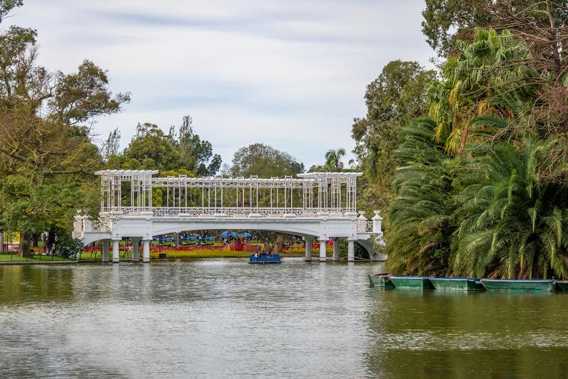 Ponte grega em Bosques de Palermo - Buenos Aires, Argentina foto de stock