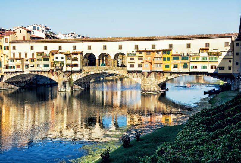 Ponte hermoso Vecchio está duplicando en el río Arno, Florencia fotos de archivo libres de regalías