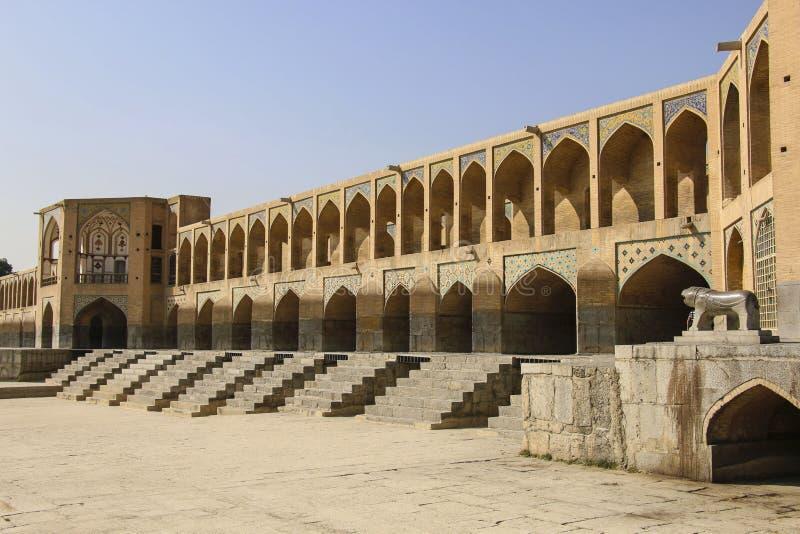 A ponte histórica de Khaju sobre o rio de Zayandeh em Isfahan, imagens de stock royalty free