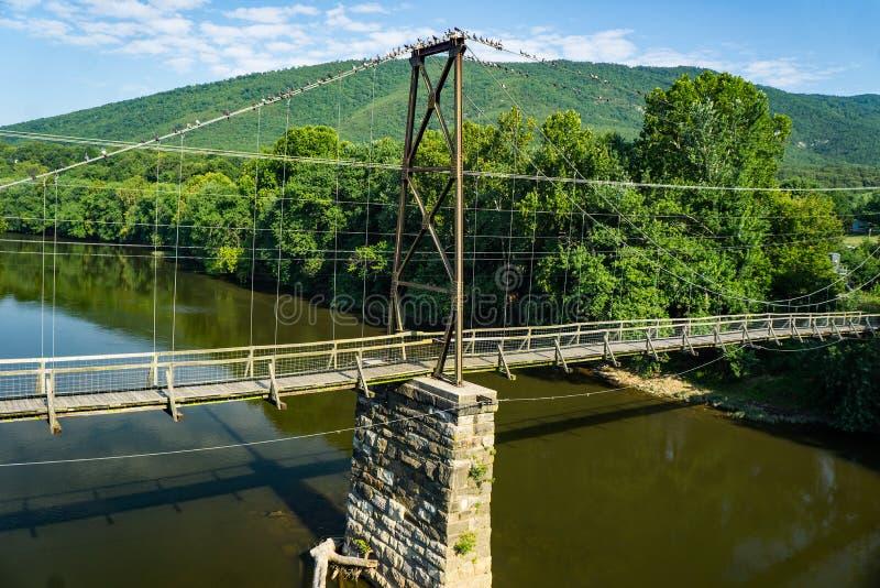 Ponte Histórica de Suspensão de Buchanan fotos de stock