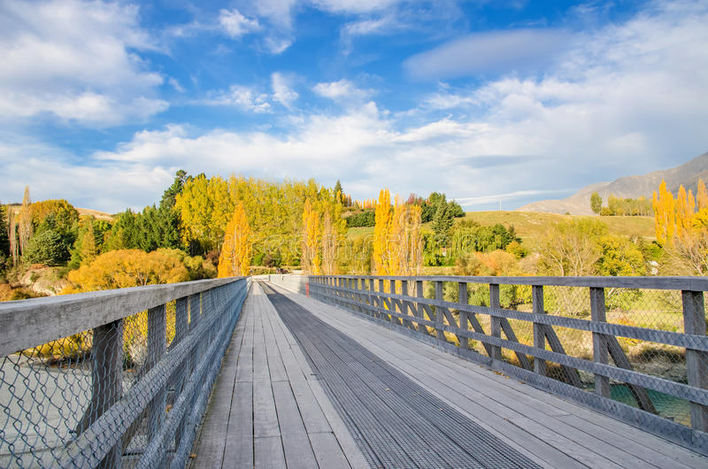 Ponte histórica sobre o rio de Shotover, Nova Zelândia imagem de stock