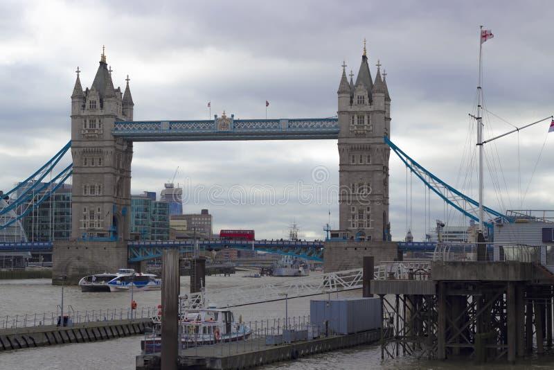 Ponte icónica da torre de Londres fotografia de stock royalty free