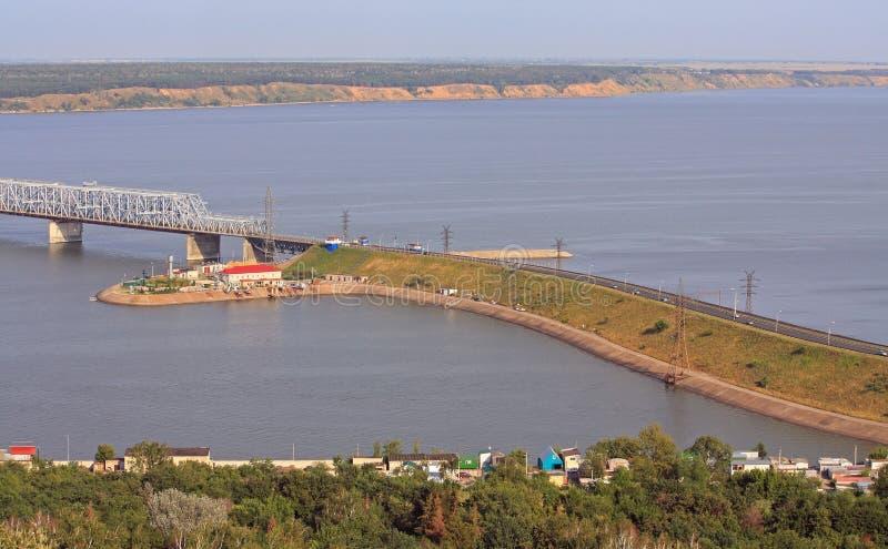 Ponte imperial através do Rio Volga em Ulyanovsk foto de stock royalty free
