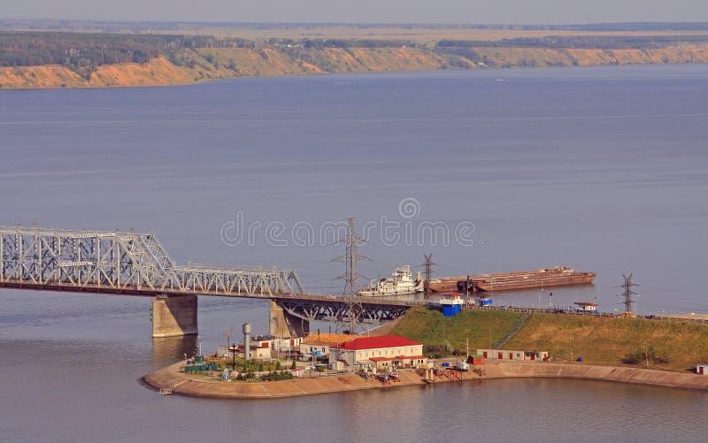 Ponte imperial através do Rio Volga em Ulyanovsk imagem de stock royalty free